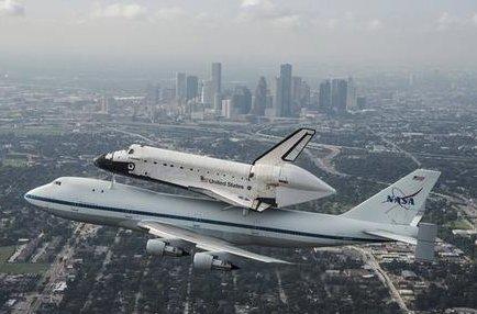 ビルとスペースシャトル画像