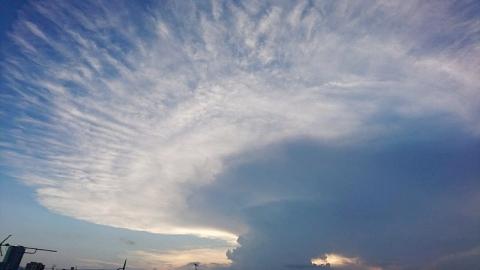 末期のかなとこ雲