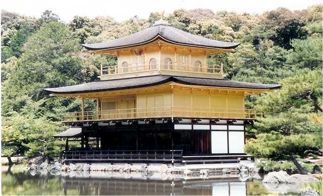 金閣寺は金箔の色