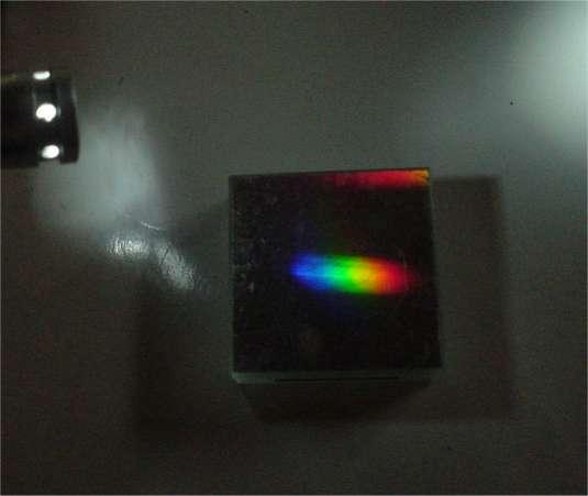 白色LEDの光の回折格子による分光